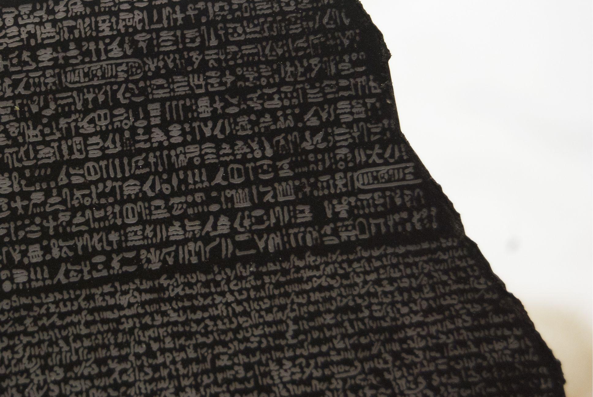 Réplica piedra de Rossetta. Rossetta stone replica