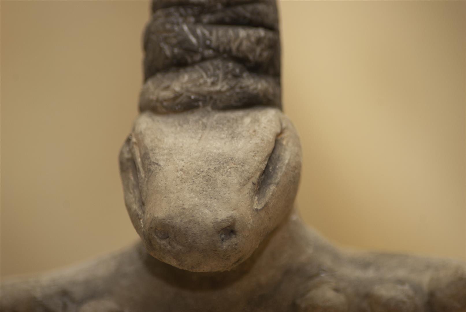 réplica estatuilla diosa Nammu. replica figurine goddess Nammu.