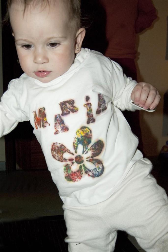 Camiseta con ceras de colores