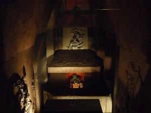 http://commons.wikimedia.org/wiki/File:Ajuar_funerario_de_Pakal_el_Grande_(Museo_Nacional_de_Antropolog%C3%ADa).JPG
