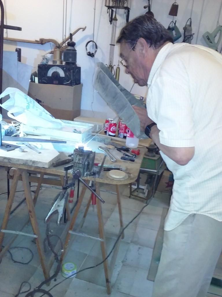 Nuestro Ingeniero Jefe, José Manuel Corral, echándonos una mano