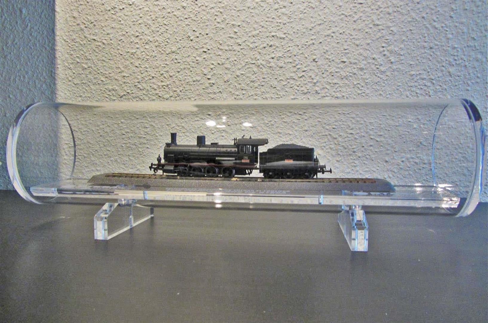 Locomotora Renfe 040 en urna para regalo